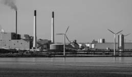 Kraftwerk mit Windrädern