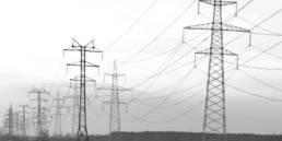 Landschaft mit Strommasten