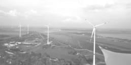 Windräder in Natur aus Vogelperspektive