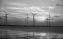Offshore Windpark bei Sonnenuntergang