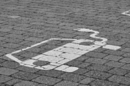 Parkplatz Bemalung Ladesäule Elektroauto